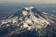 【アメリカの絶景】標高4,392mのレーニア山が夕日に染まっている