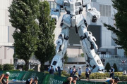 海外「日本以外じゃあり得ないw」 東京五輪のレース中に映り込んだ巨大ロボットに世界が騒然