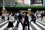 海外「怪しいぞ!」日本の死者数が例年よりも減少していることに海外びっくり仰天!(海外の反応)