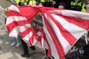 韓国人「韓国人が火病!」日本大使館前で旭日戦犯旗を破って日本に抗議! 韓国の反応