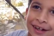 子どもや動物に罪はない。ガザ地区でイスラエルの空爆から金魚を救うことができて喜ぶ子ども。海外の反応