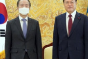 【韓国の反応】文大統領が日本大使に「日本が最も重要」と述べた事に対し、韓国の反応「一貫性が無い。北朝鮮のためなら日本にも跪くのか。」