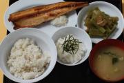 外国人「これが日本の刑務所で普通に出てくる食事らしい」