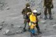 外国人「灰の下はどうなってるんだろう」日本の山の上で撮られた一枚の写真に海外が興味津々!