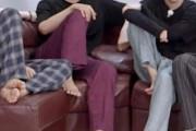 【画像あり】韓国人「一発で韓国人だと分かる座り方がこちら‥」どうして韓国人はこんな格好で座るの? 韓国の反応