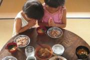 【海外の反応】日本人(仮)「みんなの国では食べる前に何を祈る?」