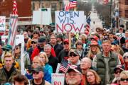 海外「アメリカでは抗議して規制緩和した結果、マスクを着ける人が減って案の定コロナ感染者が急増しているようだ」