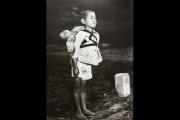 日本の「焼き場に立つ少年」を見たタイ人の反応