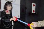 外国人「日本のアイドルがキモオタと斬新な握手会してる…」