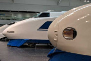 海外「名古屋のリニア・鉄道館に展示してある歴代新幹線」→「すばらしい投稿」「最後のはなんで黄色なの?」「0系と100系の見た目がめっちゃ好きだわ」