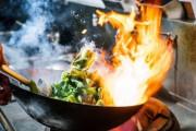 """「アジア料理は""""汚い""""」 英国人女性シェフの発言に賛否両論"""