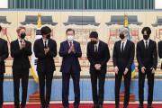 """韓国紙「文大統領、BTSに """"未来文化特使"""" 任命状授与 ... 国連で演説」"""